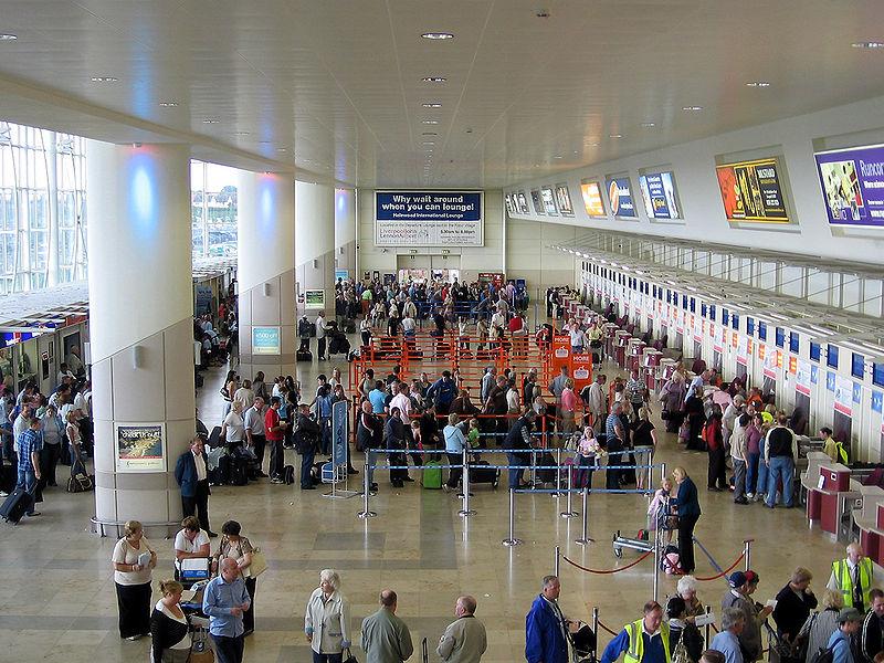 800px-Liverpool_Airport_Interior