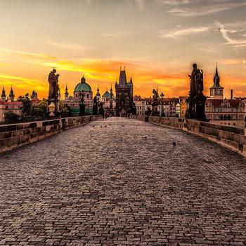 800px-Prague_sunrise_(8099151633)