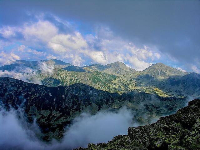 mountain-416119_640