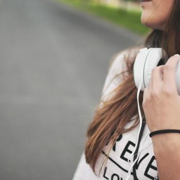 girl-869213_1280