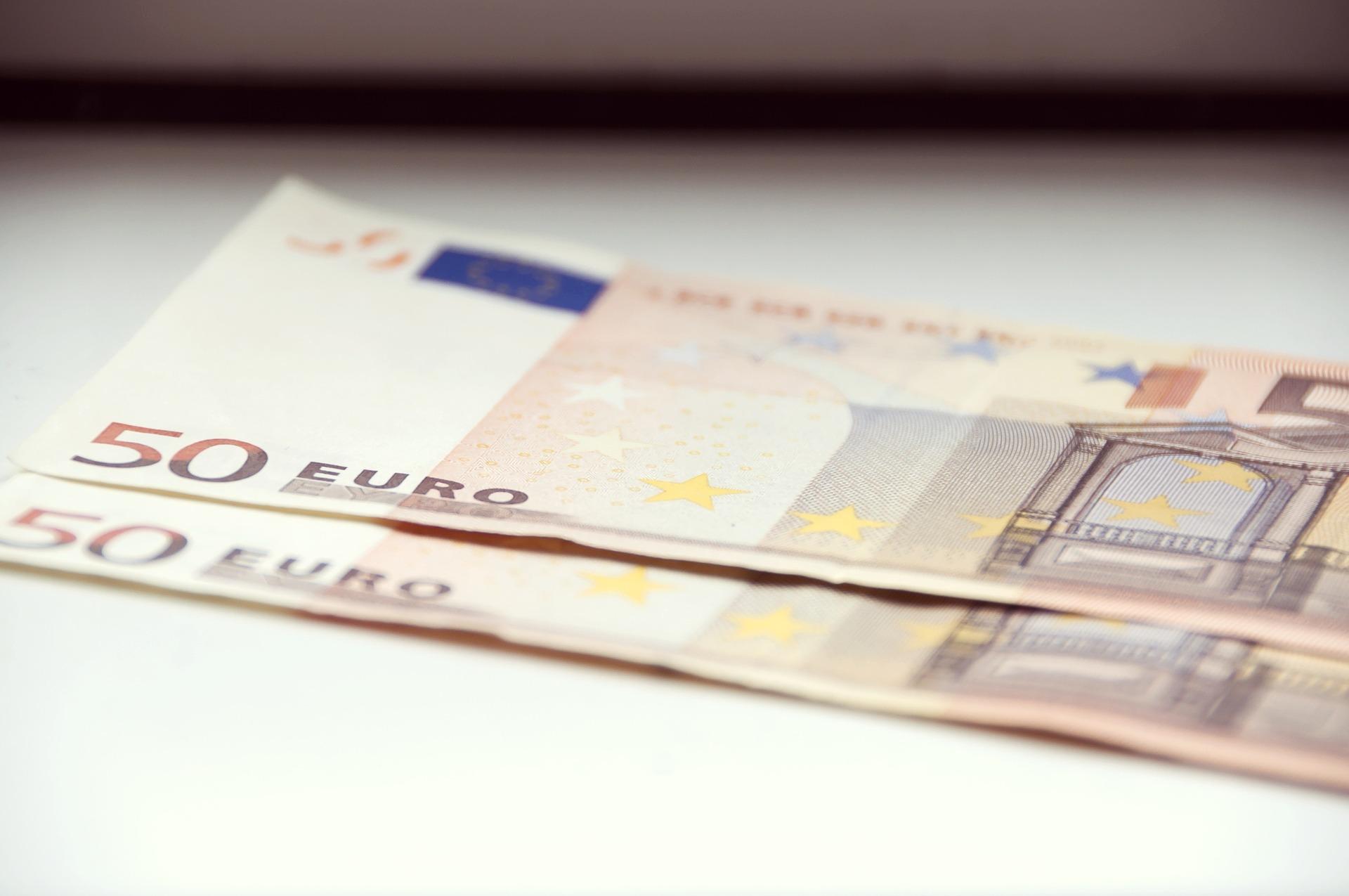 money-855955_1920