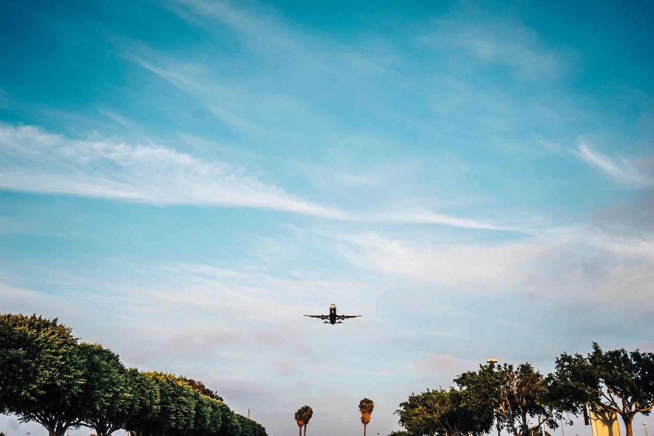 flying-airplane-plane-landing