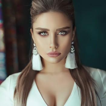 beautiful-eyes-beautiful-woman-brunette-2625122