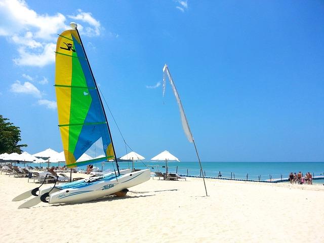 beach-261572_640