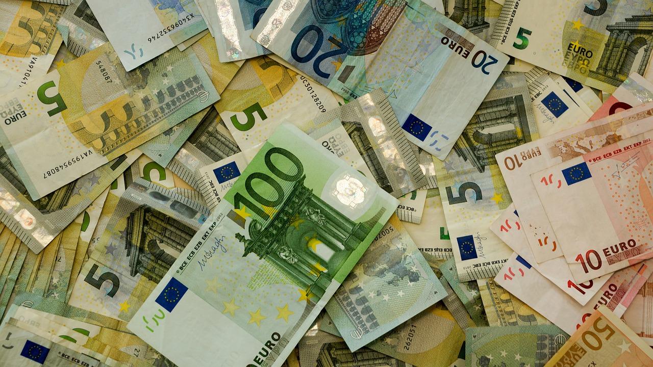 money-482596_1280