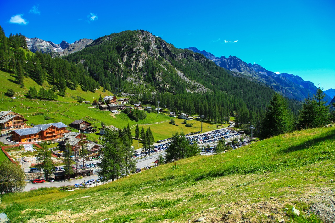 mountains-holiday-vacation-village