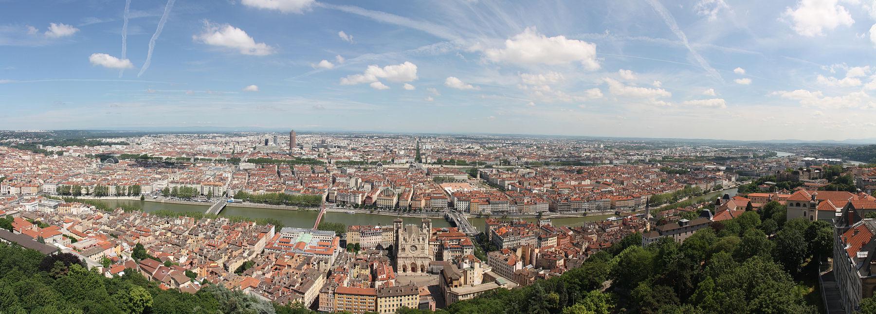01._Panorama_de_Lyon_pris_depuis_le_toit_de_la_Basilique_de_Fourvière