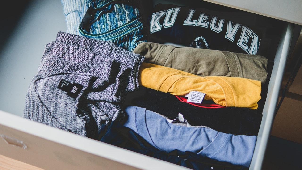 closet-clothes-colors-581087